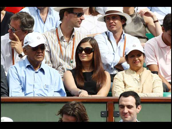 Rare and Unseen pictures of Aishwarya Rai Bachchan with her parents - Oneindia Entertainment