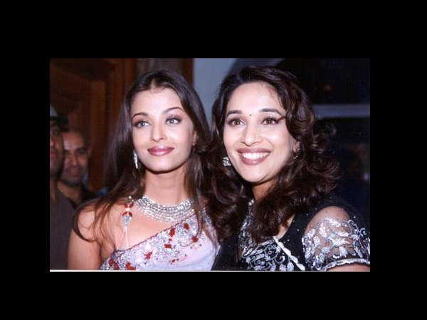 Rare and Unseen pictures of Aishwarya with other Bollywood babes! - Oneindia Entertainment