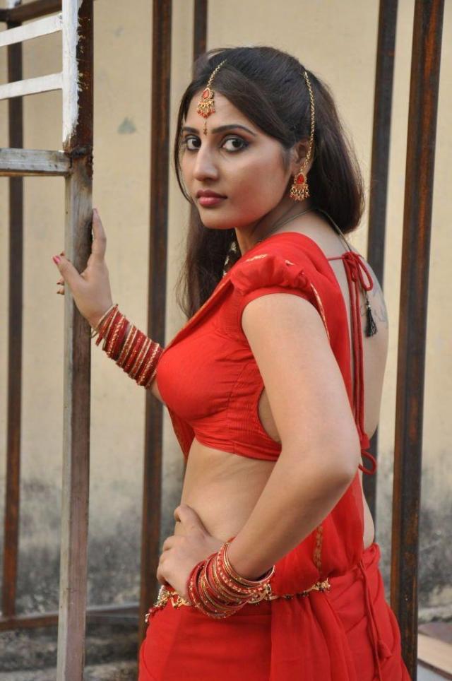 actress reshmi red hot