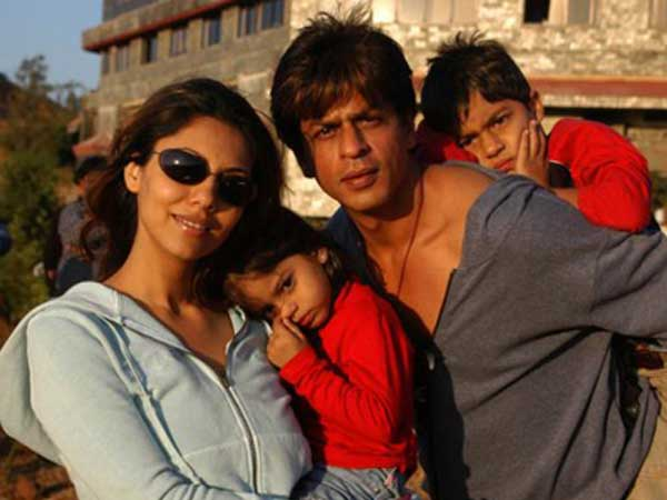 Rare-Unseen pictures of Shahrukh Khan, Gauri\'s candid moments - Oneindia Entertainment