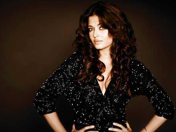 Rare and Unseen pictures of Aishwarya Rai Bachchan in Black - Oneindia Entertainment