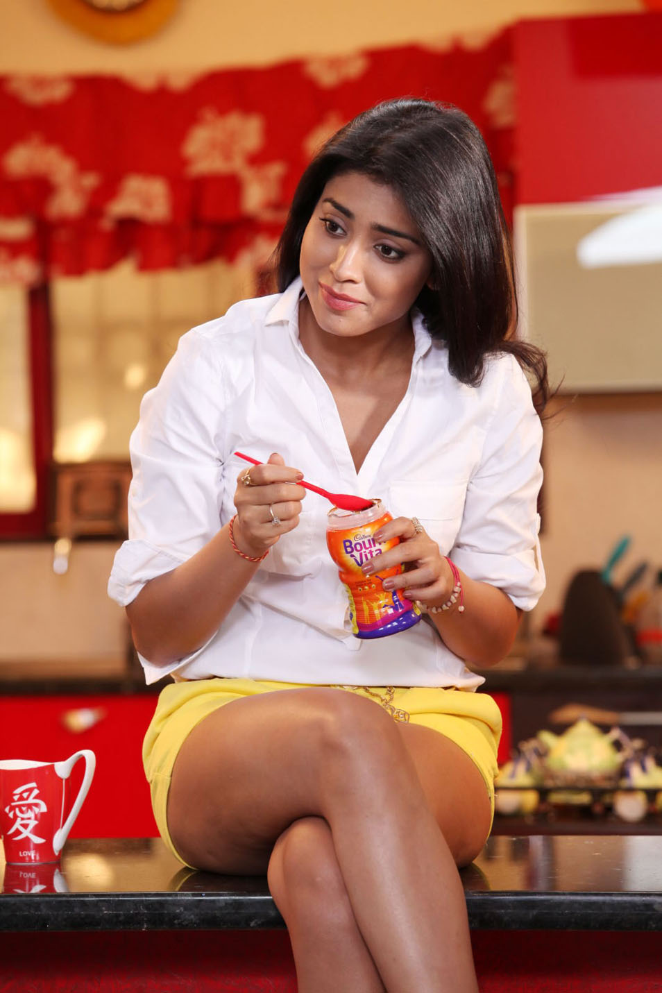 Shriya Hot Stills Gallery