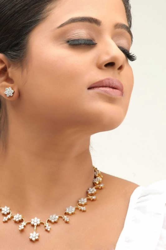 actress, actress-priyamani-launch-apple-iphone-5, HEOINE HOT PICS, HOT PICS, priyamani hot in tikka movie, priyamani went hot in tikka, priyamani-jewellery-ad, priyamani-jewellery-ad-latest-photoshoot