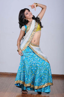 Samantha Hot Navel Show In Half Saree
