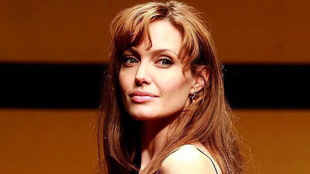 Angelina Jolie undergoes double mastectomy to reduce breast  | NewsTop24