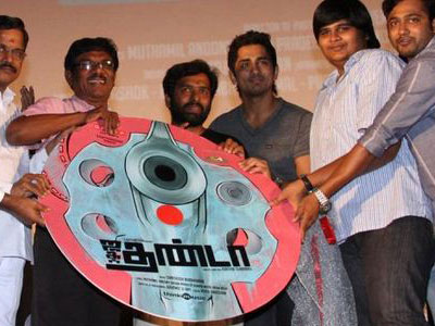 Pizza director Karthik Subbaraj's Jigarthanda audio and trailer launched today [Mar 3]. Siddharth and Lakshmi Menon played the lead roles in Jigarthanda. Five Star Kathiresan produced jigarthanda has music by Santosh Narayanan that has six songs and three theme tracks. Kannamma sung by Rita and Ant