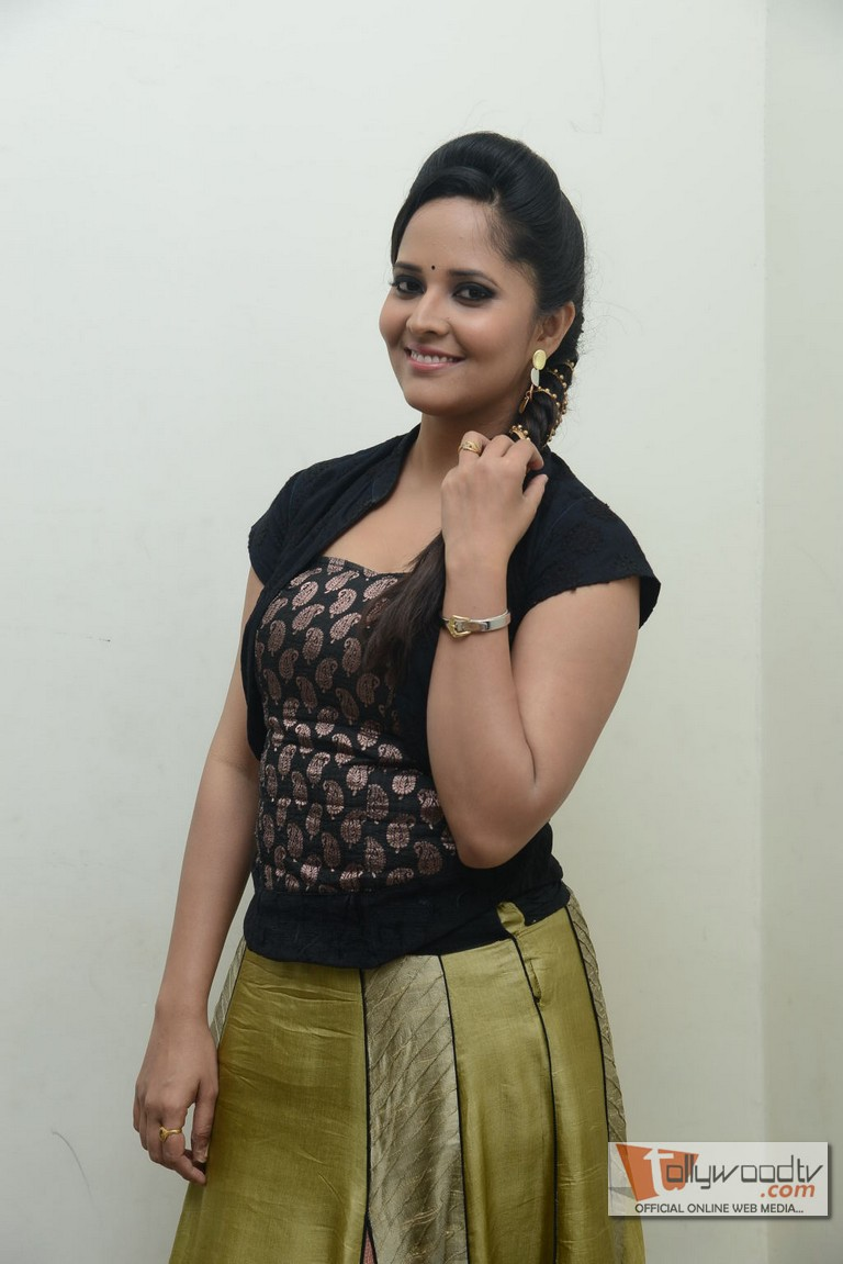 Anasuya@Legend Audio Launch, Anasuya Anchor, Latest Stills, Anasuya Gallery, Anasuya Pics, Anasuya Is Popular Anchor, Anasuya At Lejend Audio