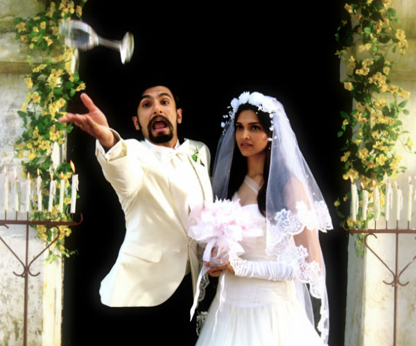 Ranveer Singh and Deepika Padukone's unseen picture from Finding Fanny!