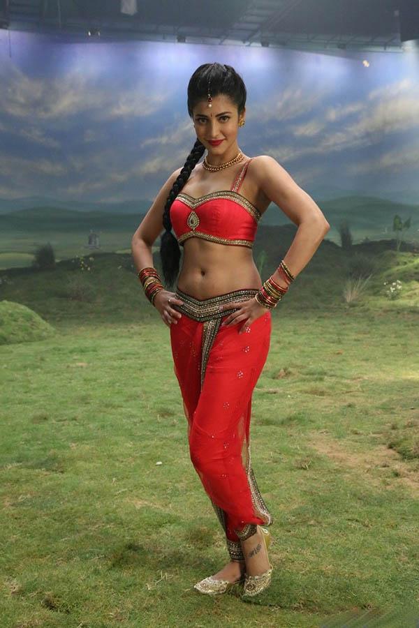 Shruti Hassan Latest Hot Photos in Poojai Movie Images   PPL360