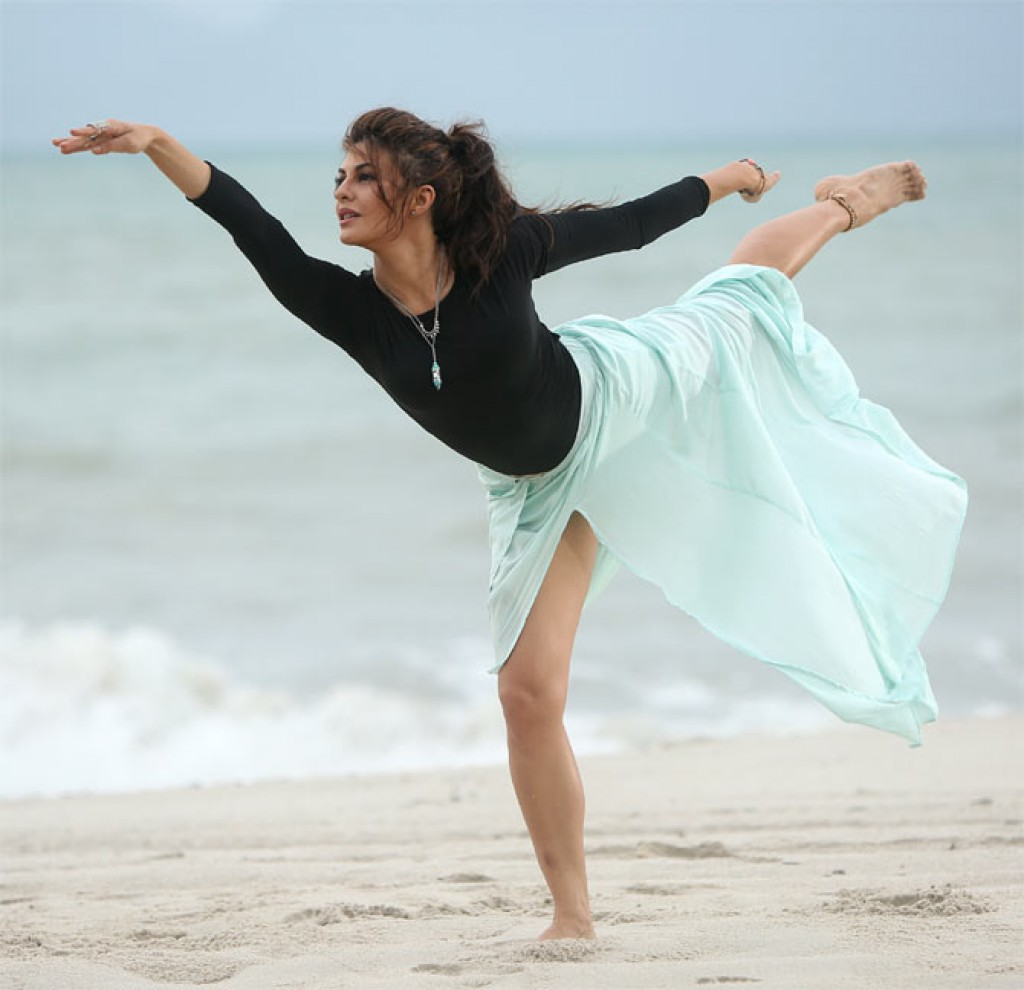 Jacqueline-Fernandez-Hot-Ballet-Dance-Photos-Model-Actress-PPL360