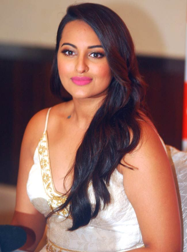 Fans Loving Sonakshi Sinha's Twisted Bridal Look!