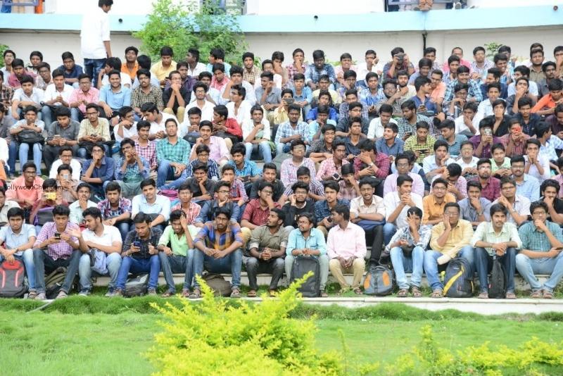 Mahanubhavudu 2nd Song Launch At Vignan College - Tollywood Chat