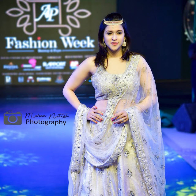 Mannara Chopra AP Fashion Week Stills | Indian Girls Villa - Celebs Beauty, Fashion and Entertainment