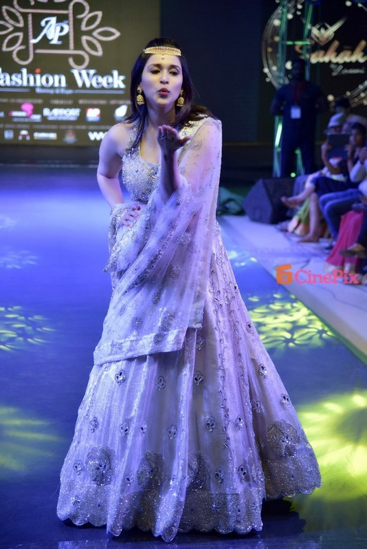 Mannara Chopra | Model | Actress | Age | Profile | Films | Wiki | Family