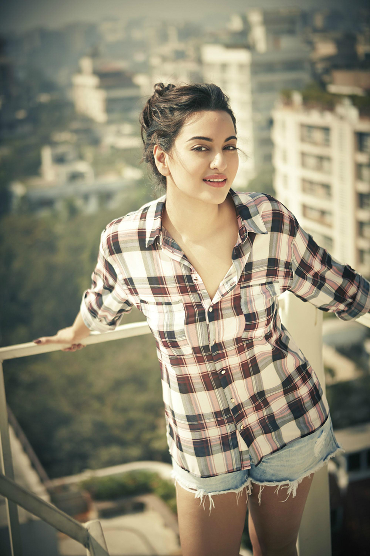 Sonakshi Sinha Hot Photos Santabanta Hd Wallpapers