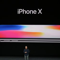 iPhone X announced with edge-to-edge screen, Face ID, and no home button