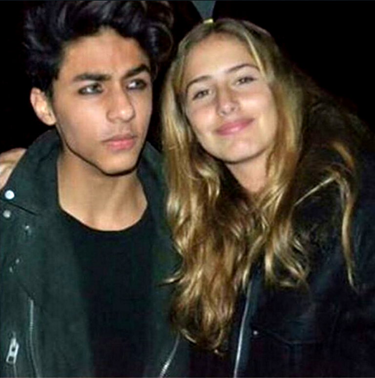Shah Rukh Khan's son Aryan Khan with mystery girl - YouTube