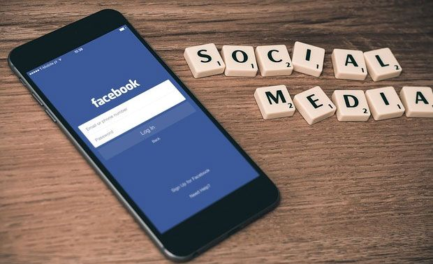 Facebook to test mobile app shopping tab
